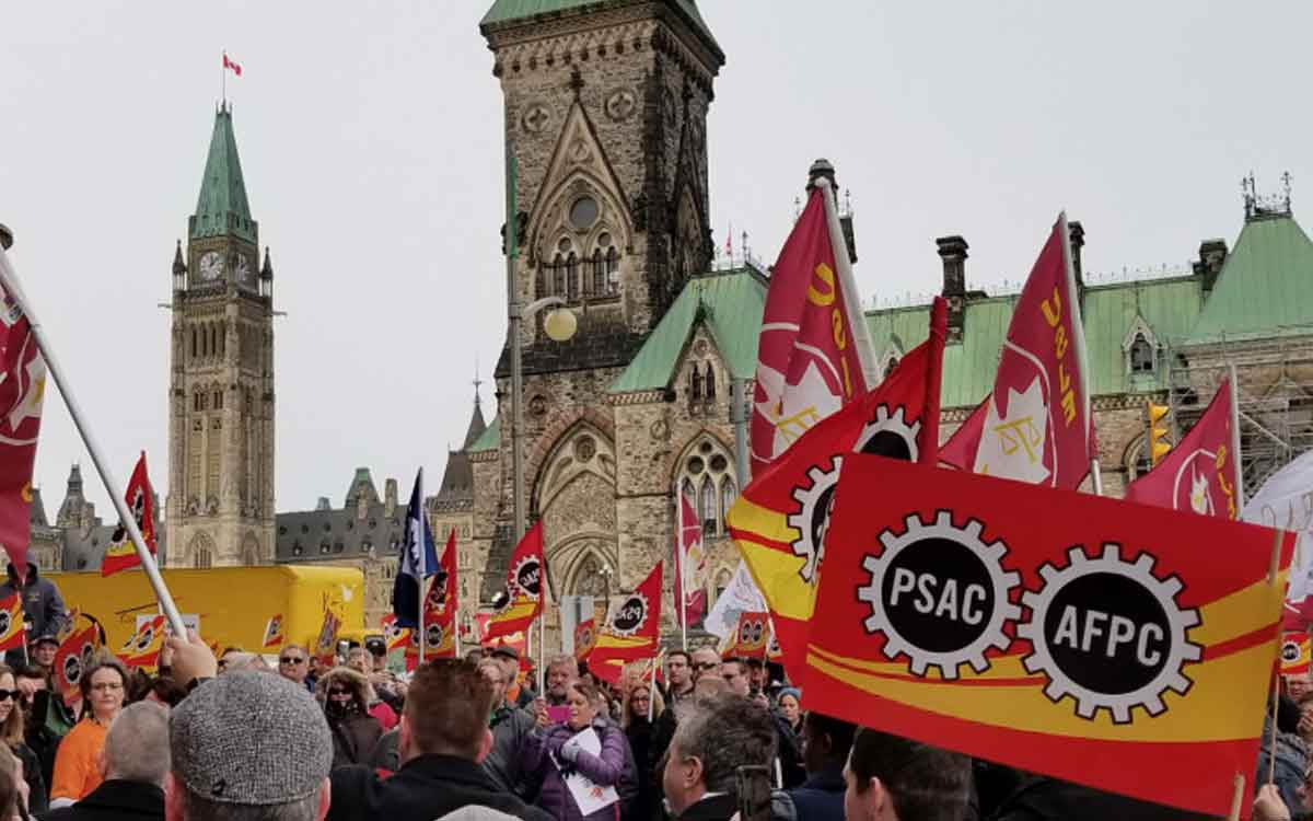 Public Sector Alliance of Canada members protest