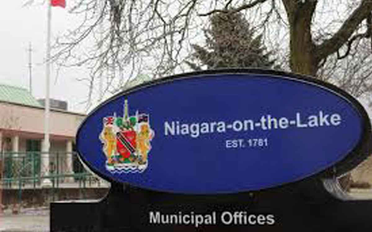 niagara on the lake town hall sign