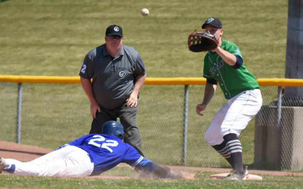 jackfish player catching a ball