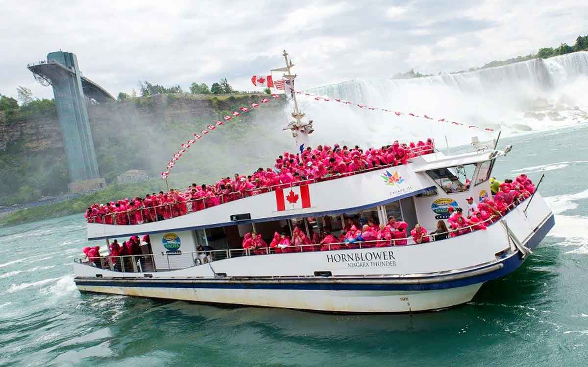 hornblower niagara in the river