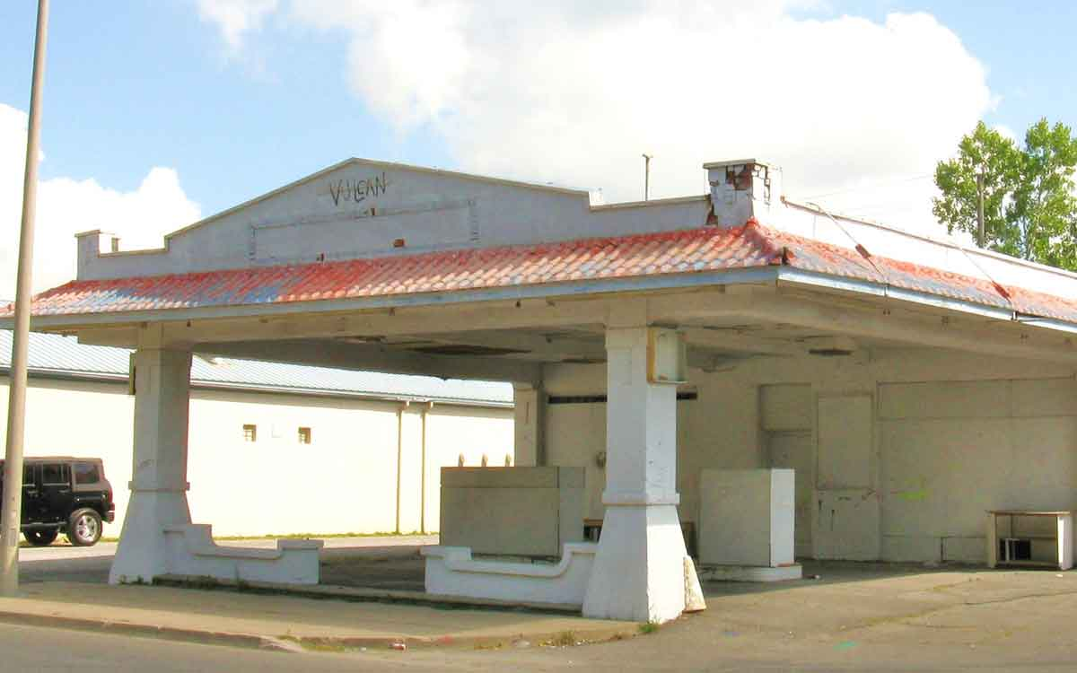 Shickluna Service Station'