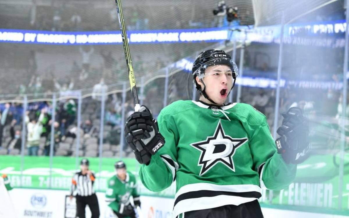 Jason Robertson on the ice